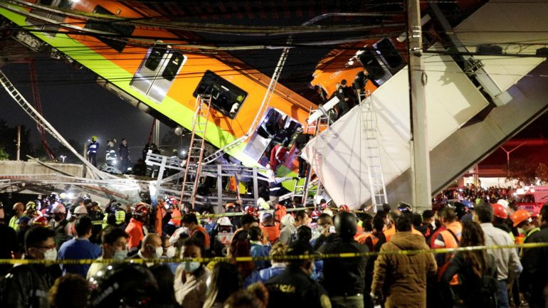 Metro bridge collapsed - dead and injured