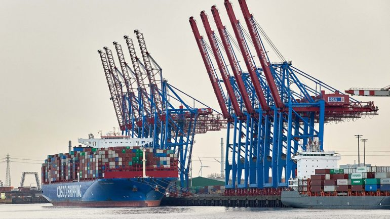 Chinese shipping company negotiating entry with HHLA.  NDR.de - News