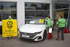 Greenpeace activists called VW.  protested against burner in