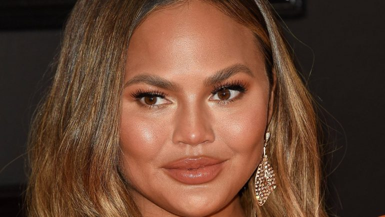 Reaction to bullying allegations: Chrissy Teigen wants to sue Costello