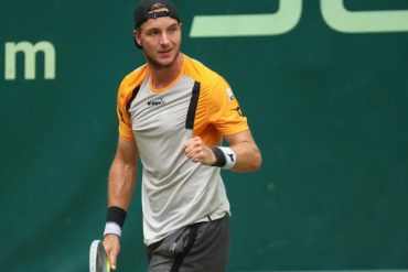 Tennis - Easy Wimbledon start for Zverev - Hammer to Struff