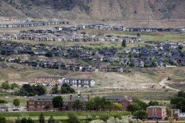 Das Foto zeigt das Gelände des Umerziehungslager Kamloops Indian Residential School. (AFP / Cole Burston)
