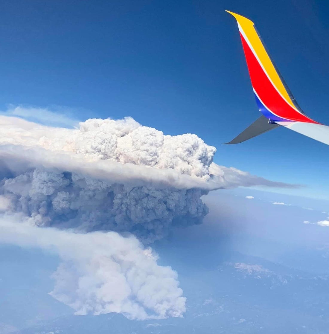 An image of a pyrocumulonimbus cloud over wildfires in California in 2020.