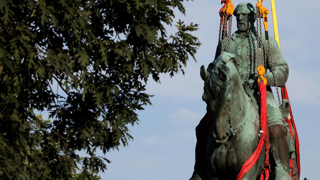 USA: Statue of Confederate General Robert E. Lee in Charlottesville