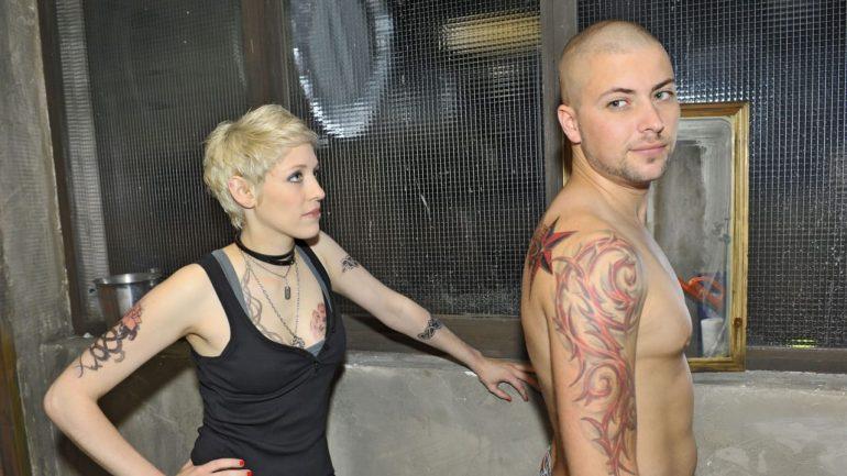 GZSZ: John (Felix von Jascheroff) reveals strict tattoo rules on set - TV