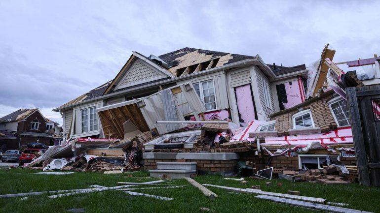 Canada: Tornado devastated entire roads in Baria