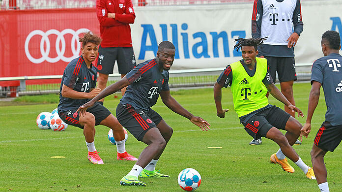Bavaria newcomers Dayat Upmecano (center) and Omar Richards (second from right) are immediately in focus.