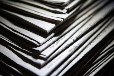 Zeitungen sind eingebunden in den Rhythmus von Zeit und Ordnungsmustern. Foto: Christopher Hirsch/dpa