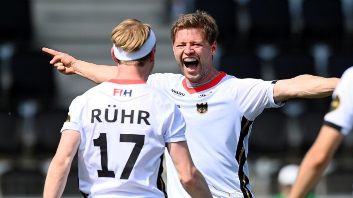 Hockey-Spieler Martin Häner schreit seine Freude raus (Quelle: dpa/Frank Uijlenbroek)