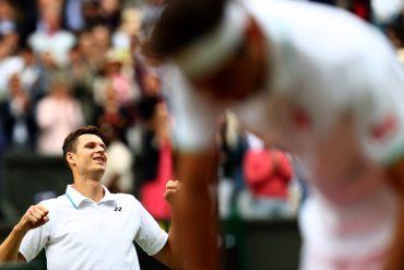 Wimbledon- Djokovic easily into semi-finals