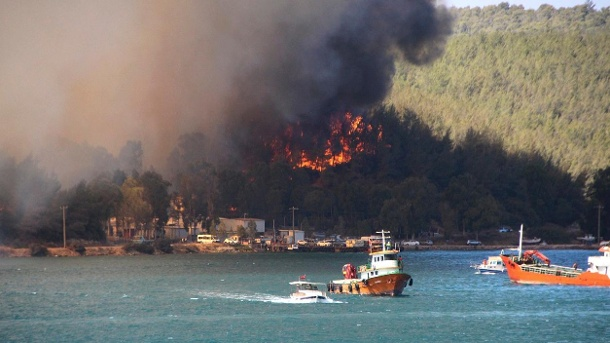 Turkey: Smoke and flames rise from a forest area near the coastal city of Bodrum.  (Source: DPA/Uncredited/IHA)