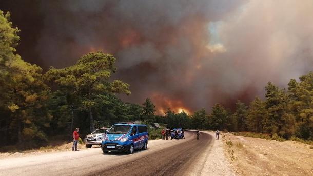 Turkey: Massive forest fires near the coastal town of Manavghat.  (Source: AP/DPA/Arif Kaplan/IHA)