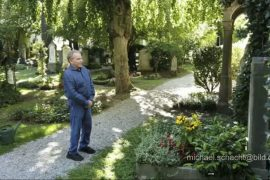 Fritz Vepper visits his grave: Acting star has cancer