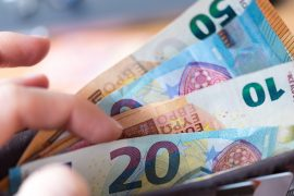 Depositing cash: new rules at Volksbank, Sparksey & Co.