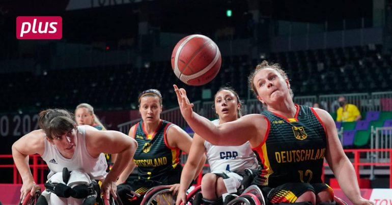 German women in wheelchairs as group winners in quarterfinals