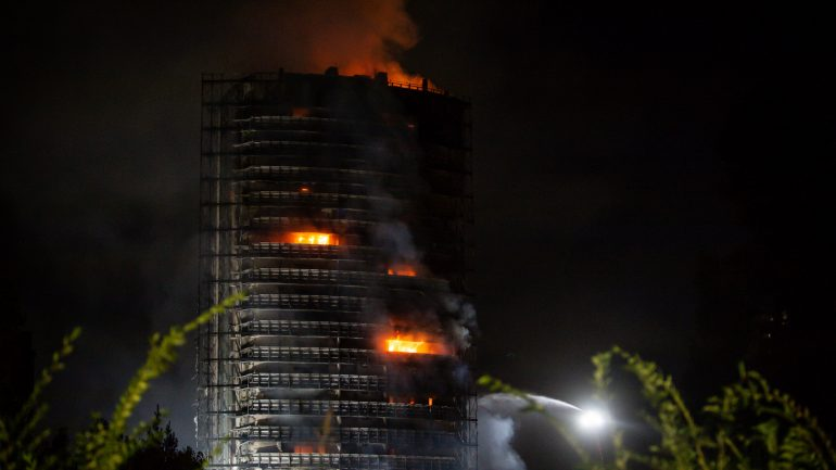 No victims reported: tall building destroyed in fire in Milan