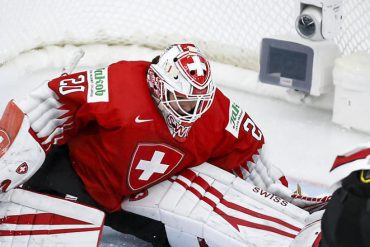 Swiss women have no chance against Canada.  Sports in the country / abroad