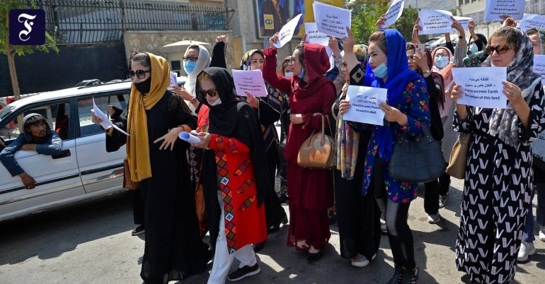 Afghan women's resistance against Taliban in Kabul