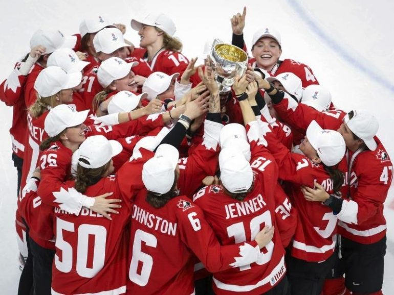 Canadian ice hockey women won the World Cup final against USA.  free Press
