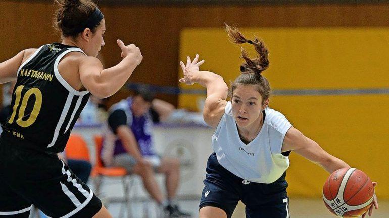 Jenny Crowder (r.), hier gegen Jena, spielt mit der 3x3-Nationalmannschaft in Bukarest.