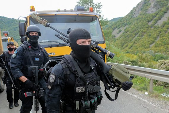 Kosovo police in border area: Serbia puts troops on alert