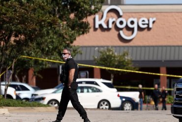 One dead and several injured: Man shoots at US supermarket