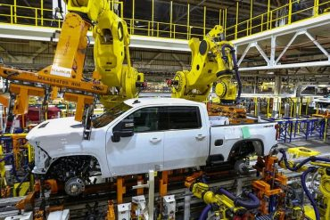 United States, Canada and Mexico: GM cuts production at eight plants