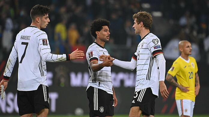 Germany's Bavarian match-winner: Serge Gnabry (left) scored 1–1 against Romania, with Thomas Müller explaining the 2–1 success.