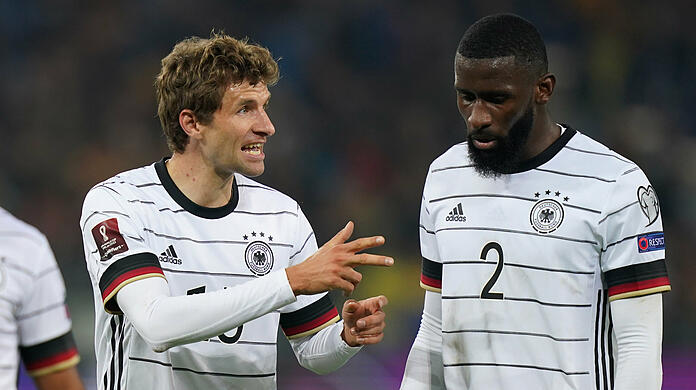 They already have teammates in the national team: Thomas Müller (L) and Antonio Rudiger.  (archive image)
