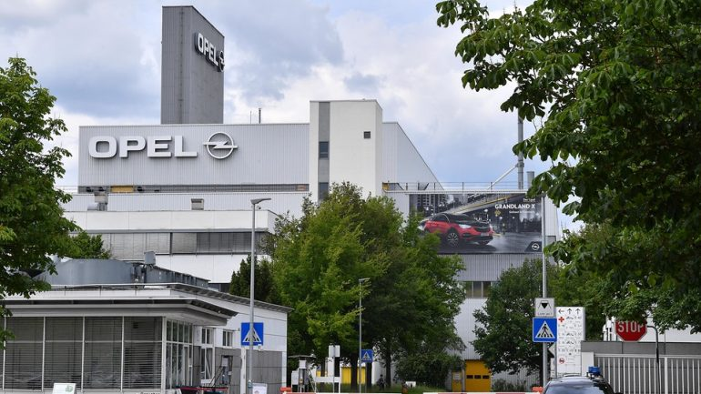"""Eisenach's Lord Mayor Wolf dismisses rumors of """"cold plant closures"""" at Opel"""