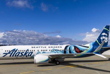 Exclusive paintwork: Alaska paints ice hockey octopus on Boeing 737 MAX