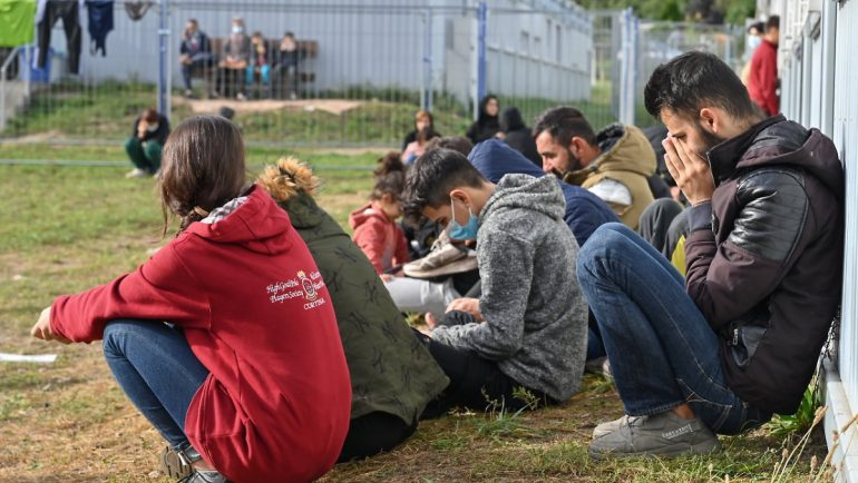 From Belarus to Germany: 400 migrants stopped at the border with Poland