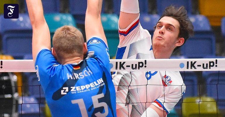 Robin Baghdadi plays in focus at United Volley