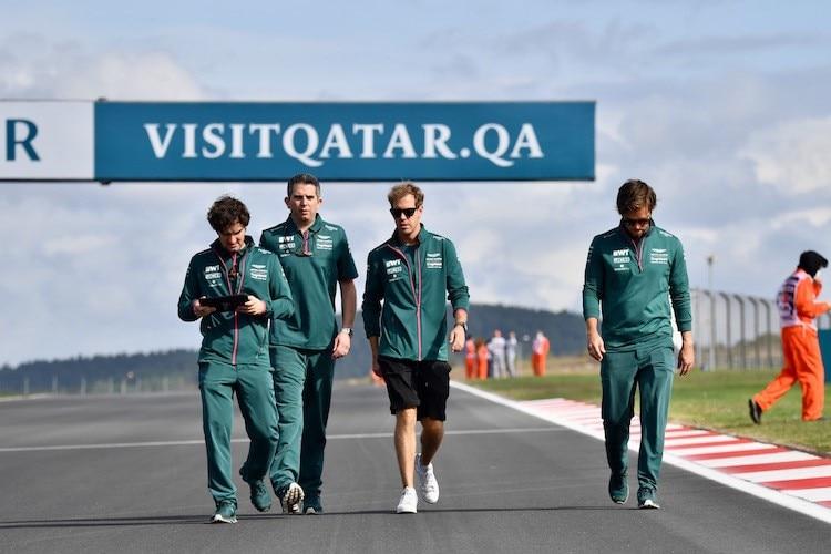 Sebastian Vettel bei der Pistenbesichtigung in der Türkei: Katar erzwingt einen intensiven WM-Plan 2022