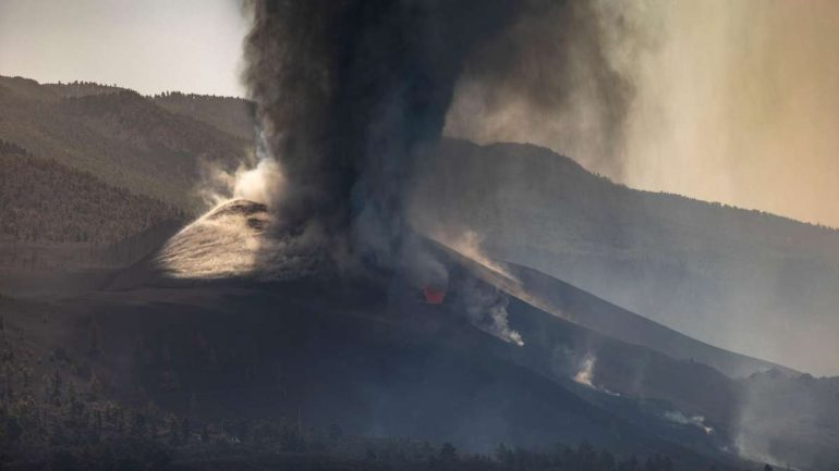 """Volcanoes on La Palma now """"much more aggressive"""" - new earthquakes shake the island"""