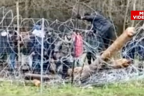 With axes and stones: migrants storm the border with Poland - foreign news